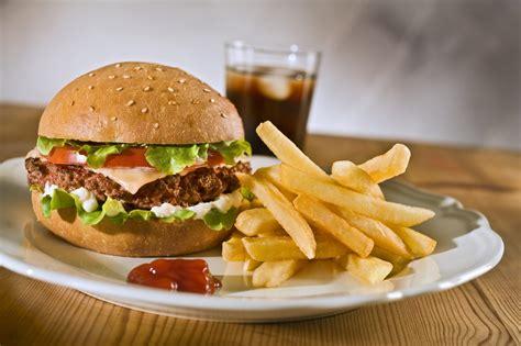 junk food maneka gandhi working towards ban on junk food in schools