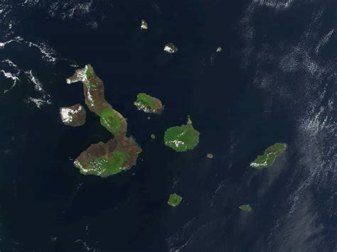 imagenes satelitales birdseye file galapagos satellite 2002 jpg wikimedia commons