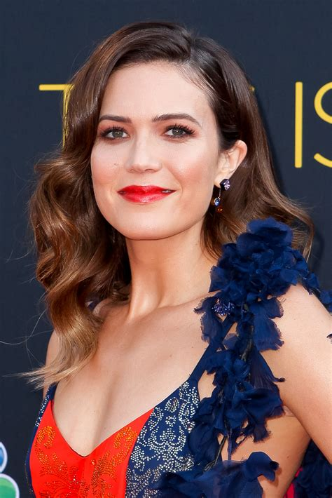 2018 golden globes mandy moore u0027s lipstick beauty products most 25 trendy short textured