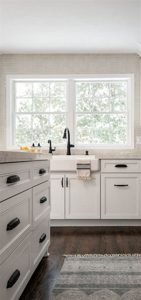 pulls and knobs for white cabinets best 25 kitchen knobs ideas on kitchen