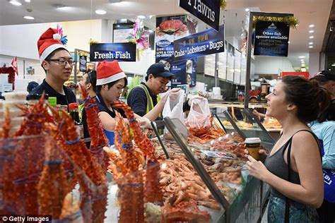 christmas shoppers struck in traffic jams to sydney fish