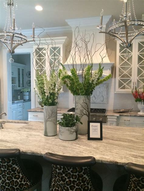 kitchen island centerpieces best 25 kitchen island centerpiece ideas on pinterest