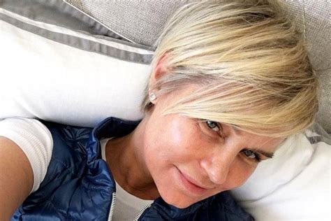 see yolanda fosters new short haircut by jennifer aniston yolanda foster gets a fresh start with a new short haircut