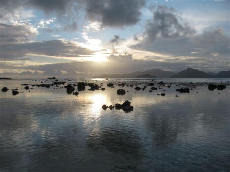 turisti per caso seychelles tramonto a la digue viaggi vacanze e turismo turisti