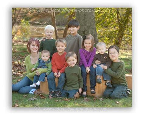 Outdoor Family Portraits by 5 Outdoor Family Portraits Poses You Can Copy
