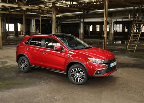 mitsubishi asx 2017 2017 mitsubishi asx puts on a fresh face in paris