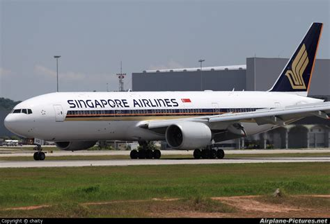 File Holder Singapore Airlines file singapore airlines 777 200 jpg wikimedia commons