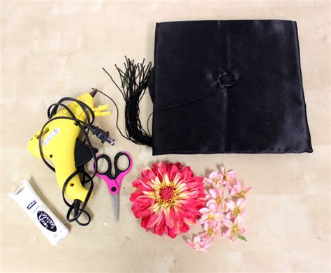 how to decorate graduation cap how to decorate a graduation cap with flowers petal talk