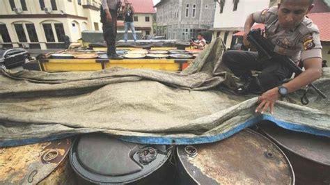 polisi amankan pasutri  angkut satu ton minyak tanah