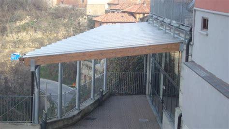 costruire tettoia in ferro cheap tettoia in ferro e legno lamellare con copertura in