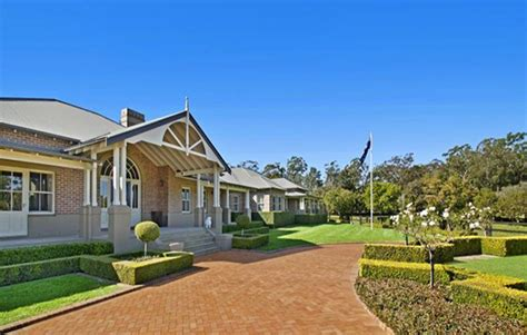 hadley selling luxury dural estate