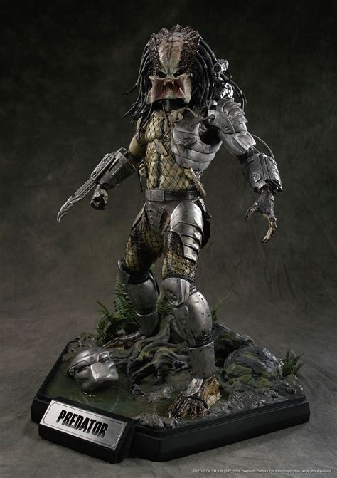 Predator Statue predator cm8180 cinemaquette bringing the magic of the home