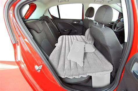 im auto schlafen tipps schlafen im auto ein bett f 252 rs auto gadgetzone