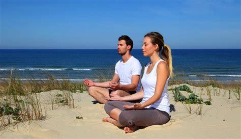 imagenes yoga en la playa planes para el fin de semana yoga en red