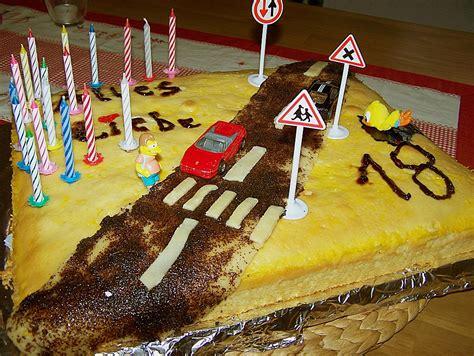 kuchen zum 18 f 252 hrerschein torte zum 18 geburtstag rezept mit bild