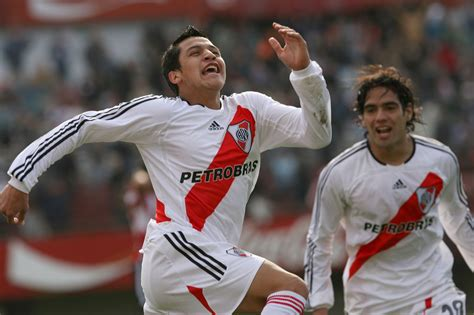alexis sanchez river picture alexis and falcao at river plate daily cannon