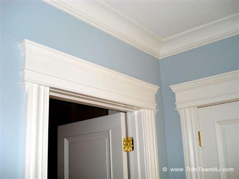 Crown Doors by Crown Door Deanta Cadiz Real American White Oak Crown Cut Veneer Door With Clear Safety Glass
