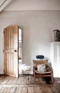Rustic Home Decore Rustic And Shabby Chic House With Lots Of Wood In Decor Digsdigs