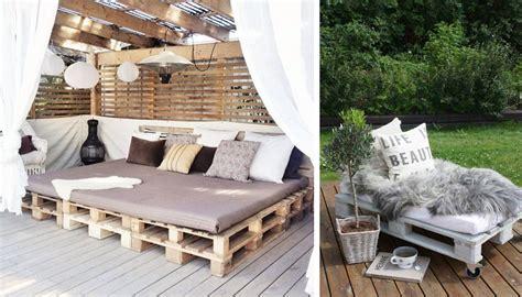 Les palettes réinventent le mobilier de jardin