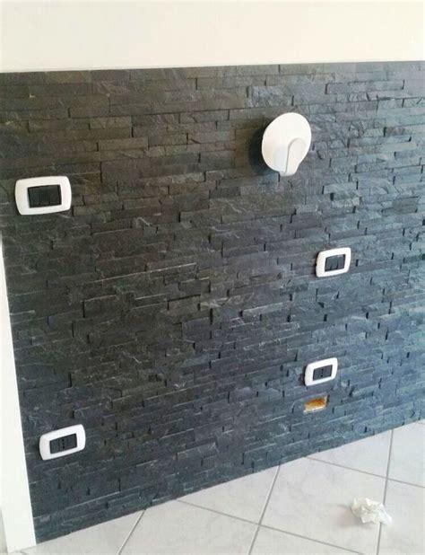 da letto con parete in pietra foto parete rivesito con palcche di pietra in da