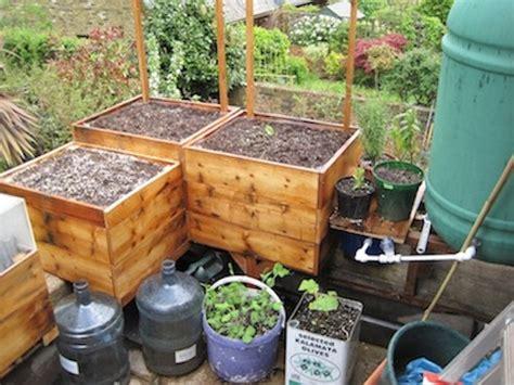 innovative diy  watering planters ideas