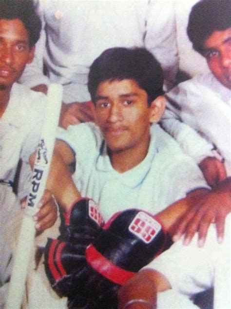 mahendra singh dhoni family childhood rare photos of india