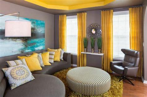 ide interior ruang tamu sempit  sentuhan warna