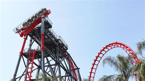 Blink 182 Blk 01 rollercoaster malfunction leaves tourists hanging on a 90