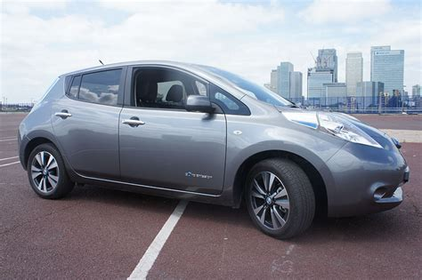 nissan leaf  review  drive expert reviews