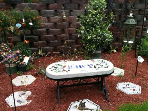 Pet Memorial Garden Ideas 1000 Images About S Memorial Garden On Gardens And Statues
