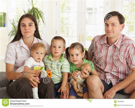 imagenes de familias egipcias retrato de la familia nuclear en el pa 237 s foto de archivo