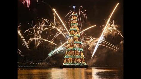 el arbol de navidad grande mundo r 237 o de janeiro ilumina el 225 rbol de navidad flotante m 225 s