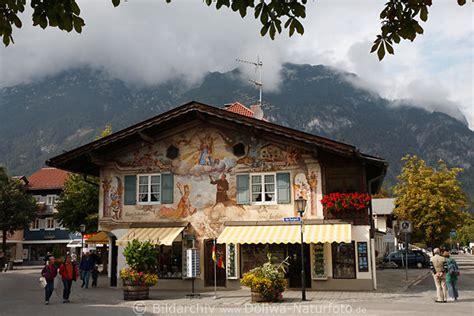 haus zufriedenheit garmisch haus jocher am kurpark bunte wandmalerei der bayerischen