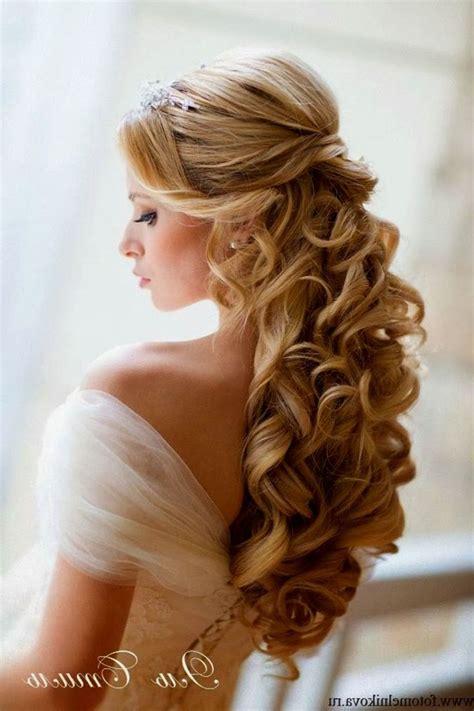 50 wedding hair styles with tiara best 25 wedding tiara hair ideas on pinterest hairstyles
