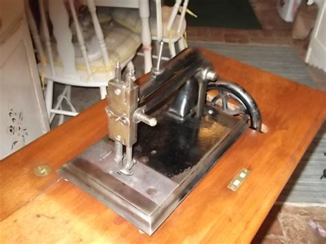 Vintage Sewing Machine Shop Machine Photos Page 53
