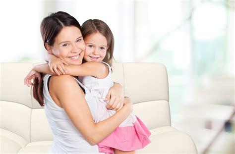hijo ve a su mama dedearse frases que no debes decirle a tus hijos porque pueden ser