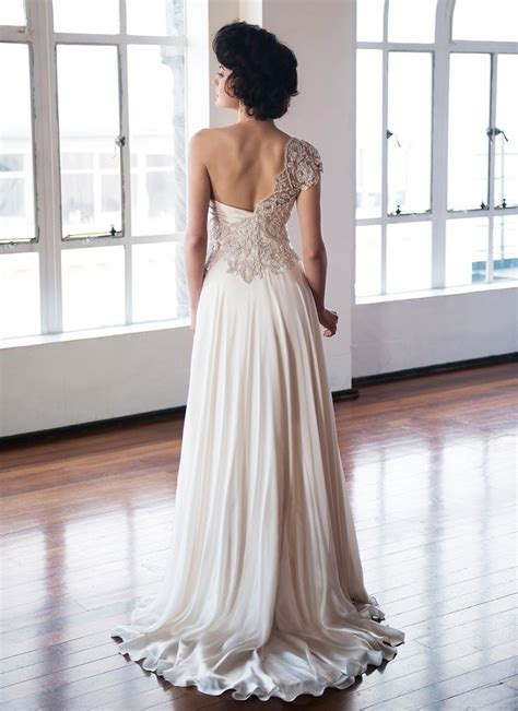 Best 25  Asymmetrical wedding dresses ideas on Pinterest