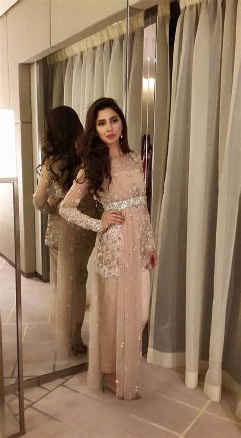 mahira khan  beautiful dress traditional dresses
