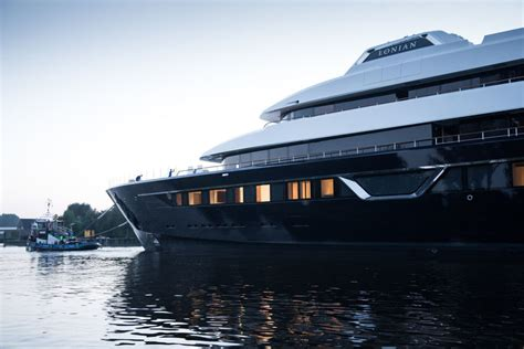 yacht lonian feadship launches 87m superyacht lonian lee marine