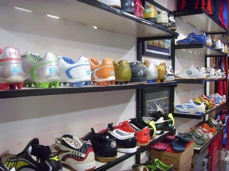 Foto Dan Sepatu Bola grosiran sepatu sport bola dan futsal
