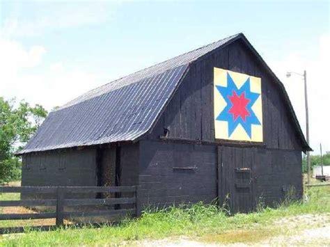 Quilt Pattern On Barns In Kentucky | kentucky barn quilt quilt on a barn pinterest