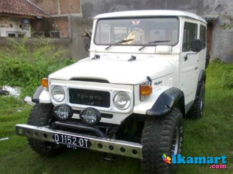 Lu Kota Mobil Jeep Cj7 jual 2 unit mobil jeep cj7 81 toyota hardtop 80 mobil