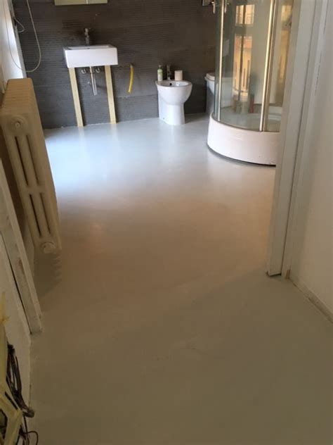 pavimenti in resina bagno pavimento bagno e vasca in resina parete luminosa