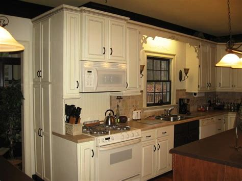type of kitchen cabinet what type of paint to use on kitchen cabinets what type