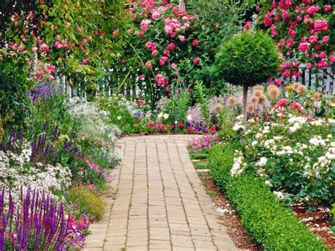Pretty Flower Gardens Growing The Best Flowers In Town Landscaping Gardening Ideas