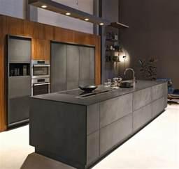 Peinture Grise Pour Cuisine #3: cuisine-grise-meuble-cuisine-gris-anthracite-combin%C3%A9-avec-du-bois-mur-couleur-grise-cuisine-ultra-moderne-e1477297342395.jpg