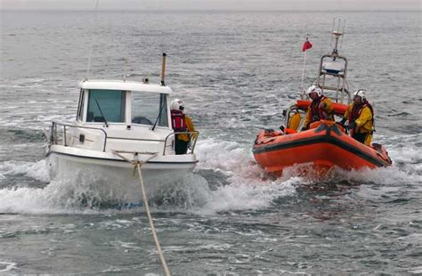 boat sinking near put in bay sailor on sinking boat rescued by tynemouth and