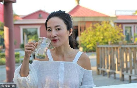 woman 50 year old viet namese 51 year old chinese mom stuns netizens for looking young af