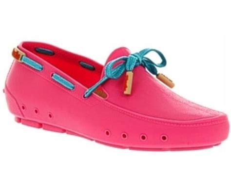 Sepatu Karet Crocs Wanita crocs luncurkan sepatu terbaru model moccasin