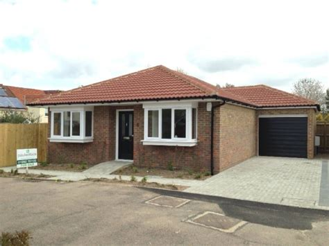 bungalow for sale 2 bedroom bungalow for sale in lyndsey place cheshunt